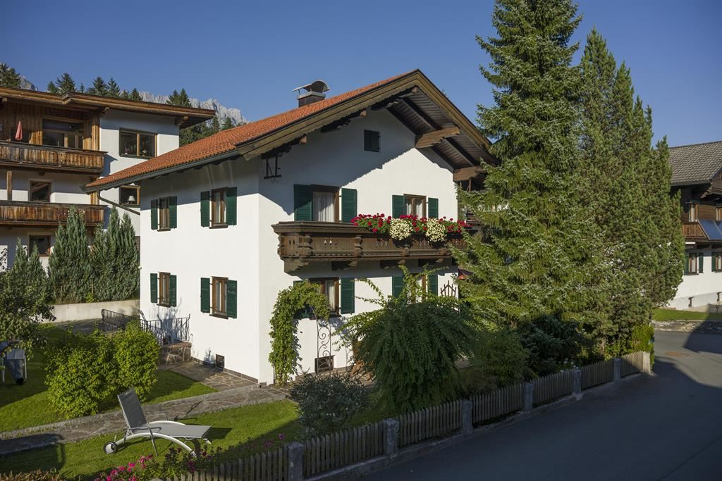 Appartement_Told_Auwald_13_Ellmau_Haus_Sommer